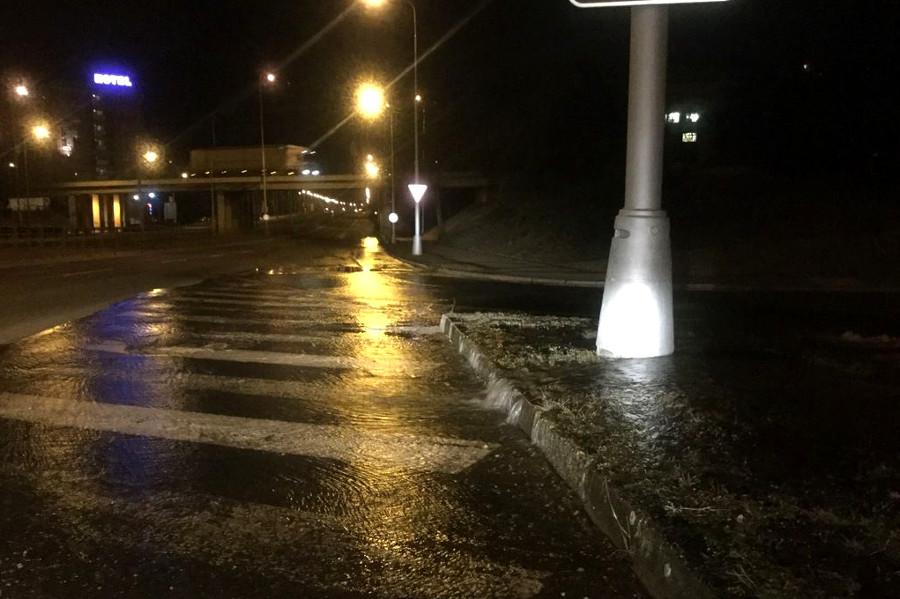 Nad ránem tekla Olomoucí voda kvůli havárii