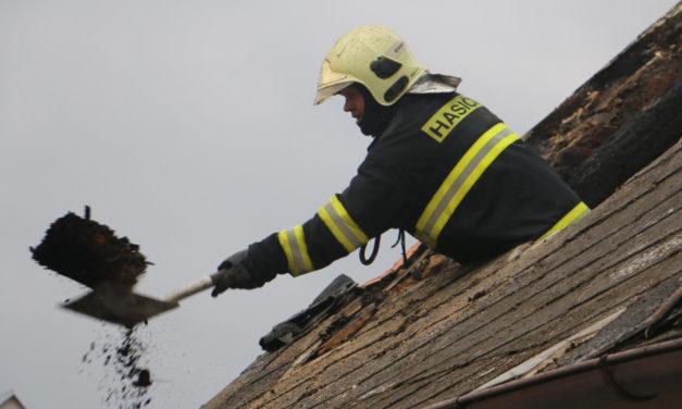 Ve Šternberku hořela střecha rodinného domu