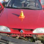 Auto řízené seniorem projelo rondelem rovně