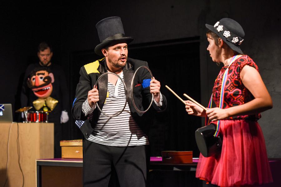 Tramtarie uvede premiéru hry O popleteném kouzelníkovi