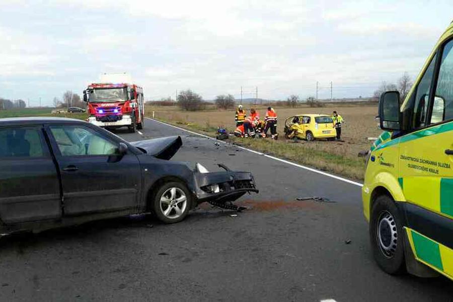 Při nehodě včera zemřel řidič osobního auta