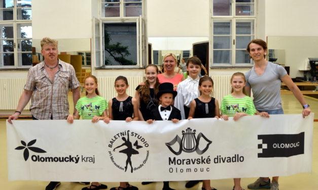 Malí tanečníci vyrážejí do Portugalska