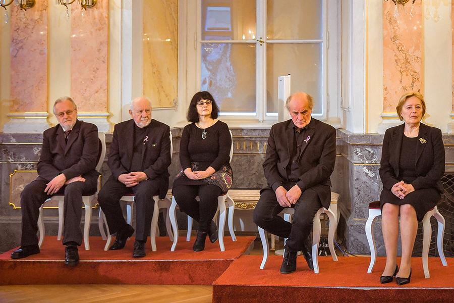 Univerzita při příležitosti výročí Sametové revoluce rozdala medaile