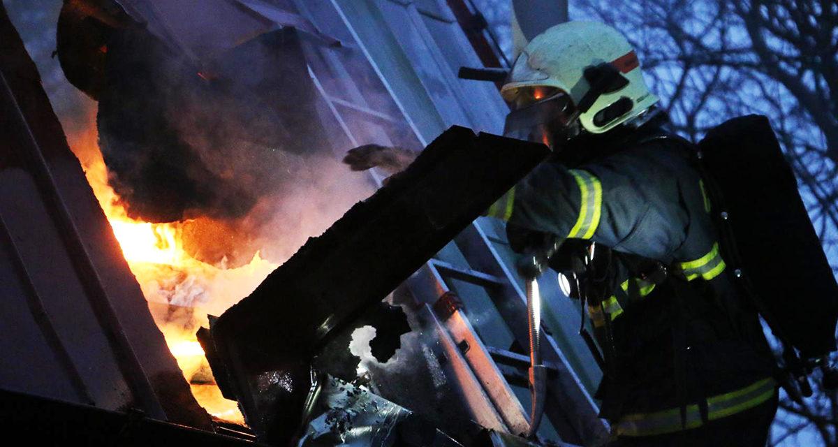 V Dolanech včera hořela chata