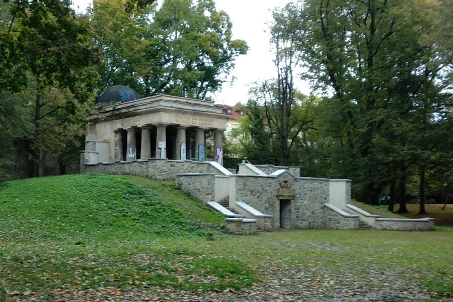 Opravy mauzolea budou letos pokračovat