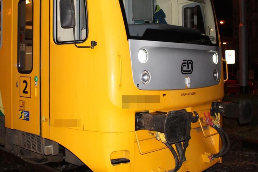 Řidič se srazil s vlakem a ujel