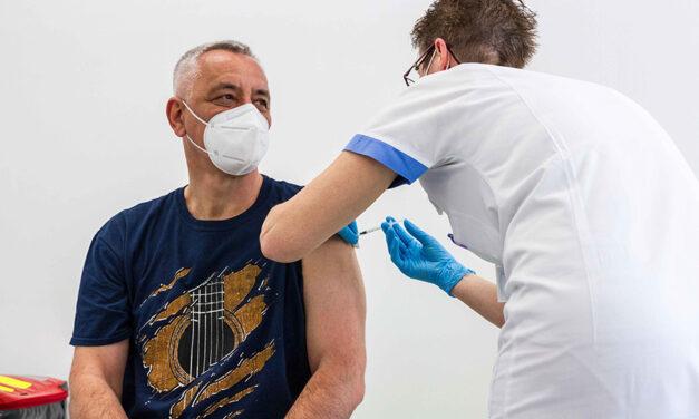 Očkování pokračuje, první dávku dostal i hejtman